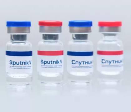 Вакцина от коронавируса проводится в 2 этапа, но перед вакцинацией необходимо посмотреть противопоказания и возможные побочные эффекты.